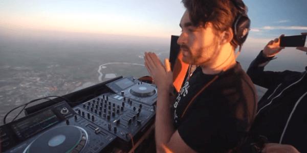 Oliver Heldens se sube a un globo para emitir en directo en su Facebook su set desde el cielo